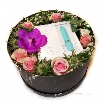Oss i Mellom | Gift box with flowers and Pillow Talk Flirty Mini | Round